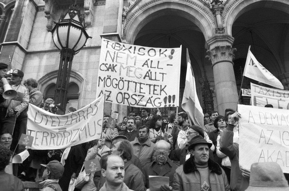 1990. október 25.